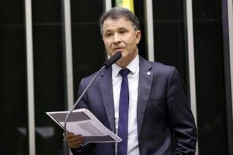 IMAGEM: Relator lê parecer a favor da PEC dos Precatórios, mas votação é adiada