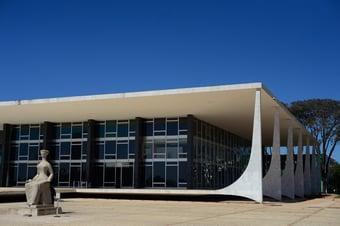 IMAGEM: STF forma maioria para autorizar municípios e estados a ficarem com retenção do IR