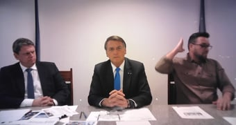 IMAGEM: Bolsonaro defende 'fundo regulador' para combustíveis com lucro da Petrobras