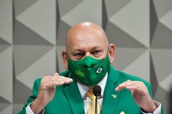 IMAGEM: Hang nega amizade com Ricardo Barros, mas diz que esteve com ele hoje