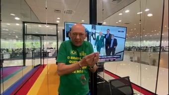 """IMAGEM: Hang publica vídeo usando algema: """"Que me prendam"""""""