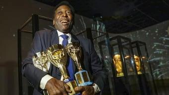 IMAGEM: Pelé tem alta e seguirá fazendo quimioterapia