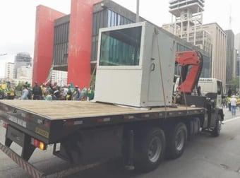 IMAGEM: São Paulo tem cabine blindada para desfile de Bolsonaro na Paulista