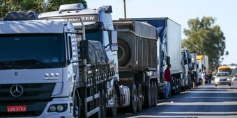 IMAGEM: Caminhoneiros bloqueiam rodovia no Pará por redução de ICMS