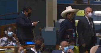IMAGEM: Pedro Castillo, do Peru, se recusa a ouvir Bolsonaro