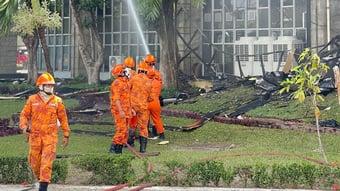 IMAGEM: Bombeiros combatem incêndio no TJ do Ceará