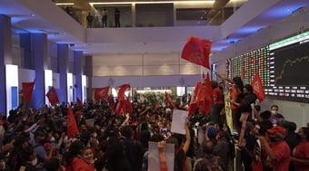 IMAGEM: MTST, de Boulos, invade Bolsa de Valores em protesto contra desemprego e inflação