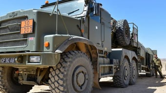 IMAGEM: Reino Unido coloca Exército de prontidão para abastecer postos de combustível