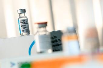 IMAGEM: Exclusivo: estudo coordenado por brasileiro vai comparar 3ª dose de Coronavac e AstraZeneca