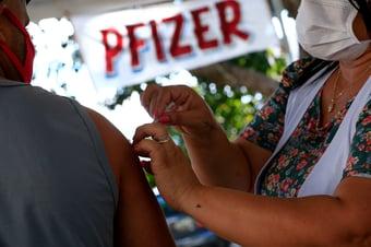 IMAGEM: Brasil recebe mais de 2 milhões de doses da Pfizer