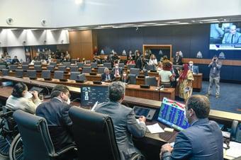 IMAGEM: Assembleia do Rio aprova lei que permite flexibilizar uso de máscaras