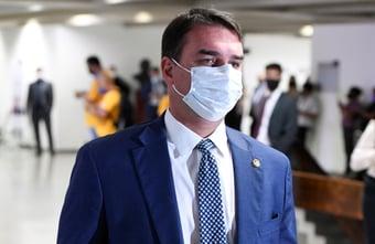 IMAGEM: 'Qualquer estagiário arquivaria o relatório da CPI', diz Flávio Bolsonaro