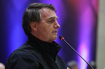 IMAGEM: Bolsonaro cria realidade paralela para fala de arcebispo sobre desarmamento