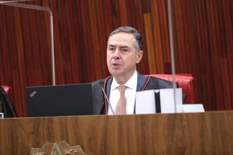 IMAGEM: Barroso envia à PGR ação contra Bolsonaro por associar vacina à Aids