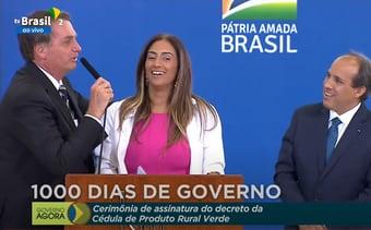 """IMAGEM: """"Essa é minha melhor ministra"""", diz Bolsonaro, ao lado de Flávia Arruda"""