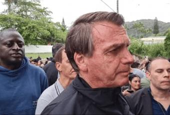 """IMAGEM: """"Não vim me aborrecer"""", diz Bolsonaro, após ser questionado sobre 600 mil mortes por Covid"""