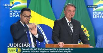 IMAGEM: Bolsonaro sanciona lei que cria o TRF-6: 'Sou o padrinho dessa criança bonita'