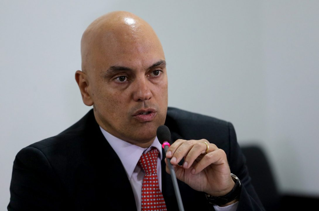 IMAGEM: Constitucionalista condena censura à Crusoé
