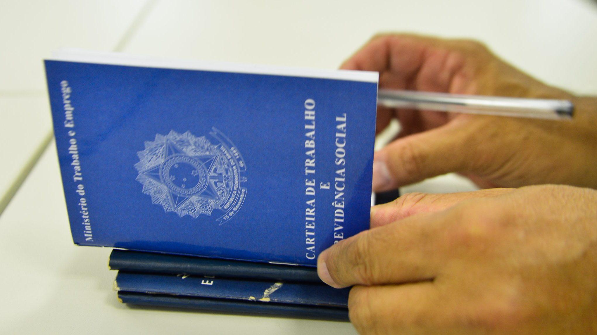 IMAGEM: Brasil cria 120,9 mil vagas de carteira assinada em abril