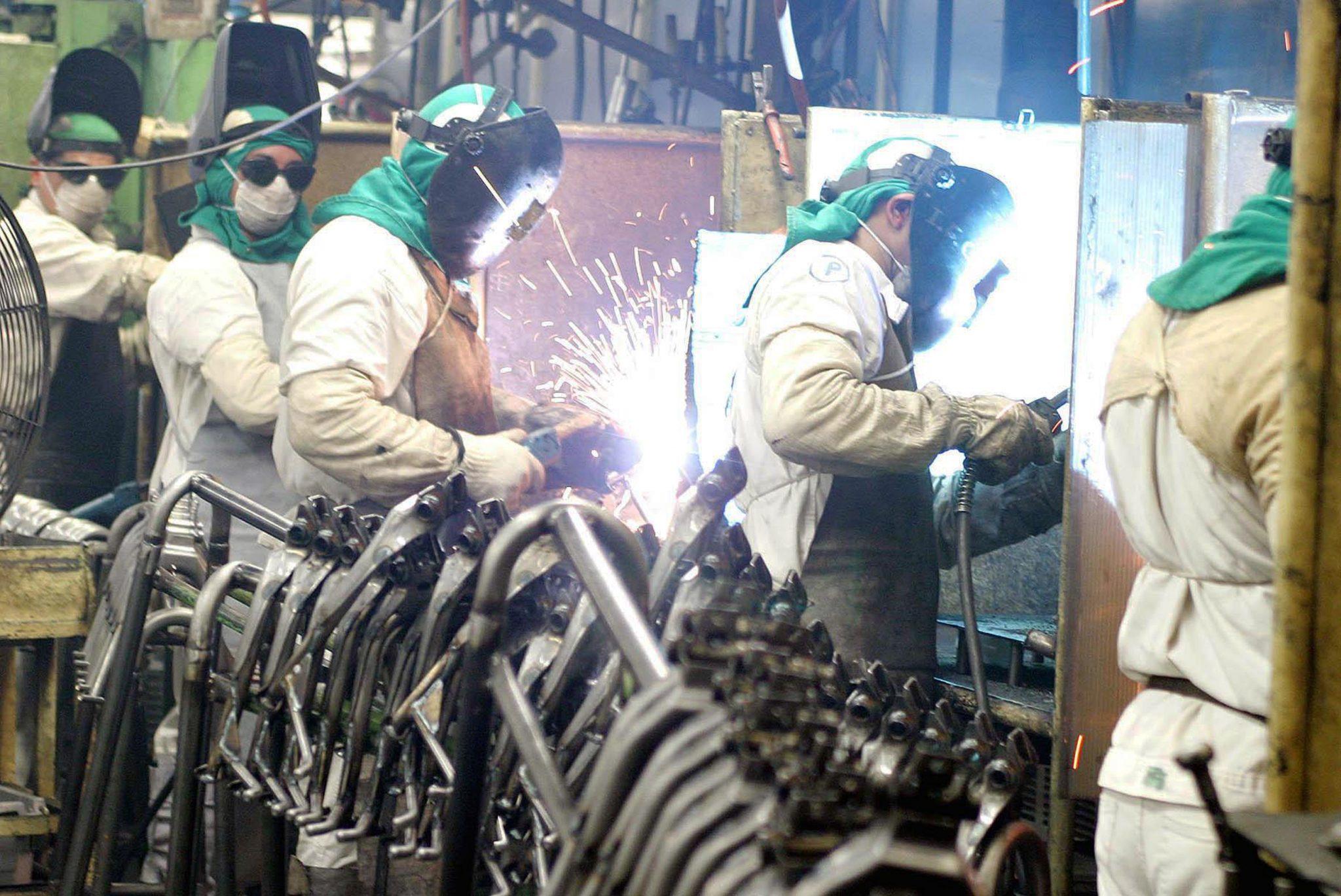 IMAGEM: Confiança na indústria despenca