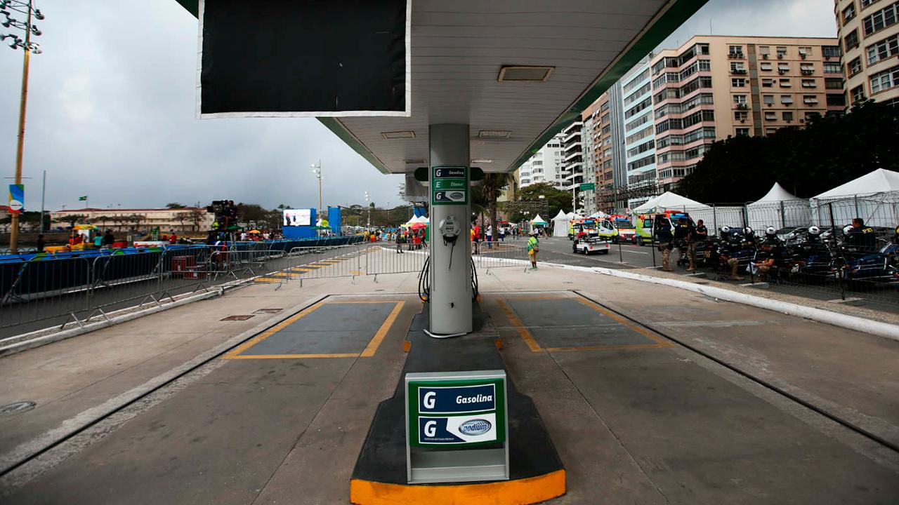 IMAGEM: Gasolina puxa alta da prévia da inflação