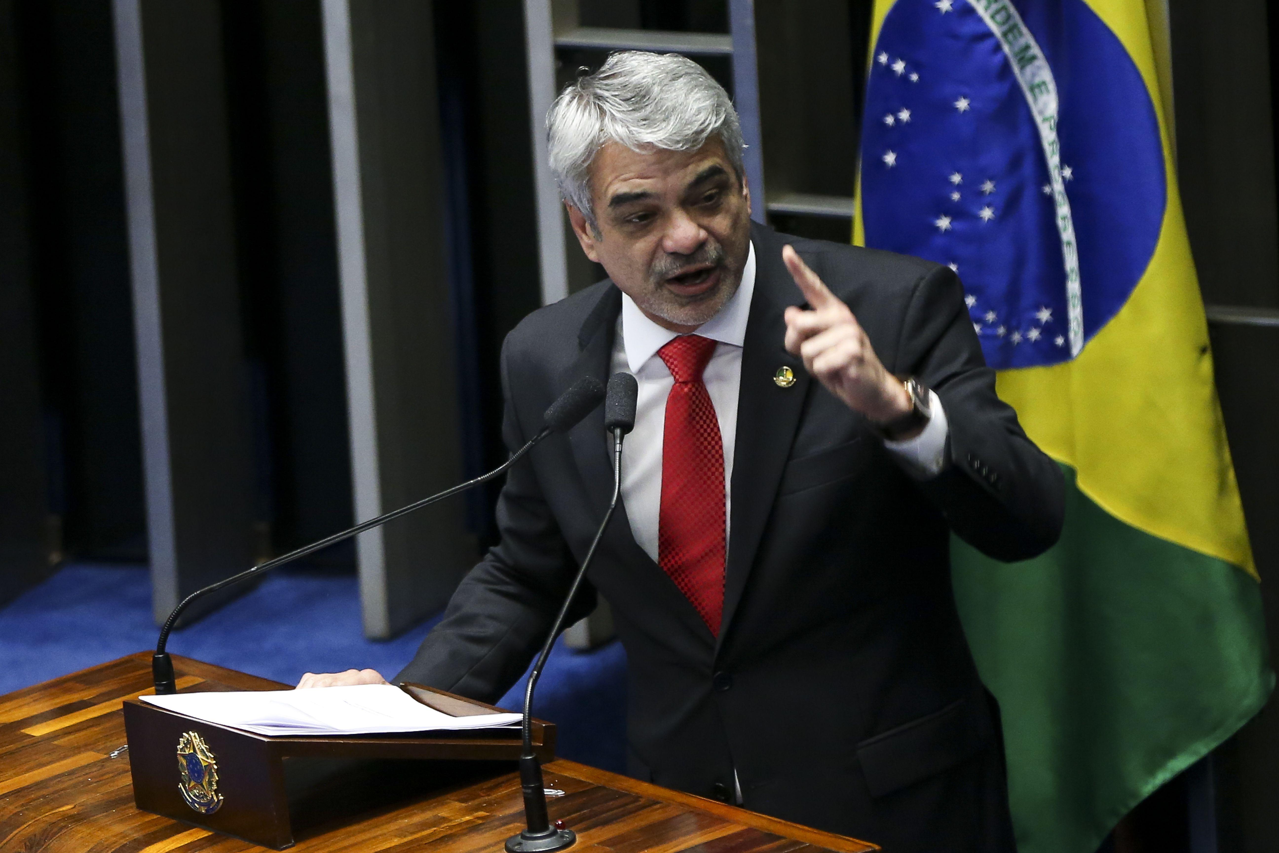 IMAGEM: 'A lista do próprio governo aponta fatos concretos' para a CPI, diz petista
