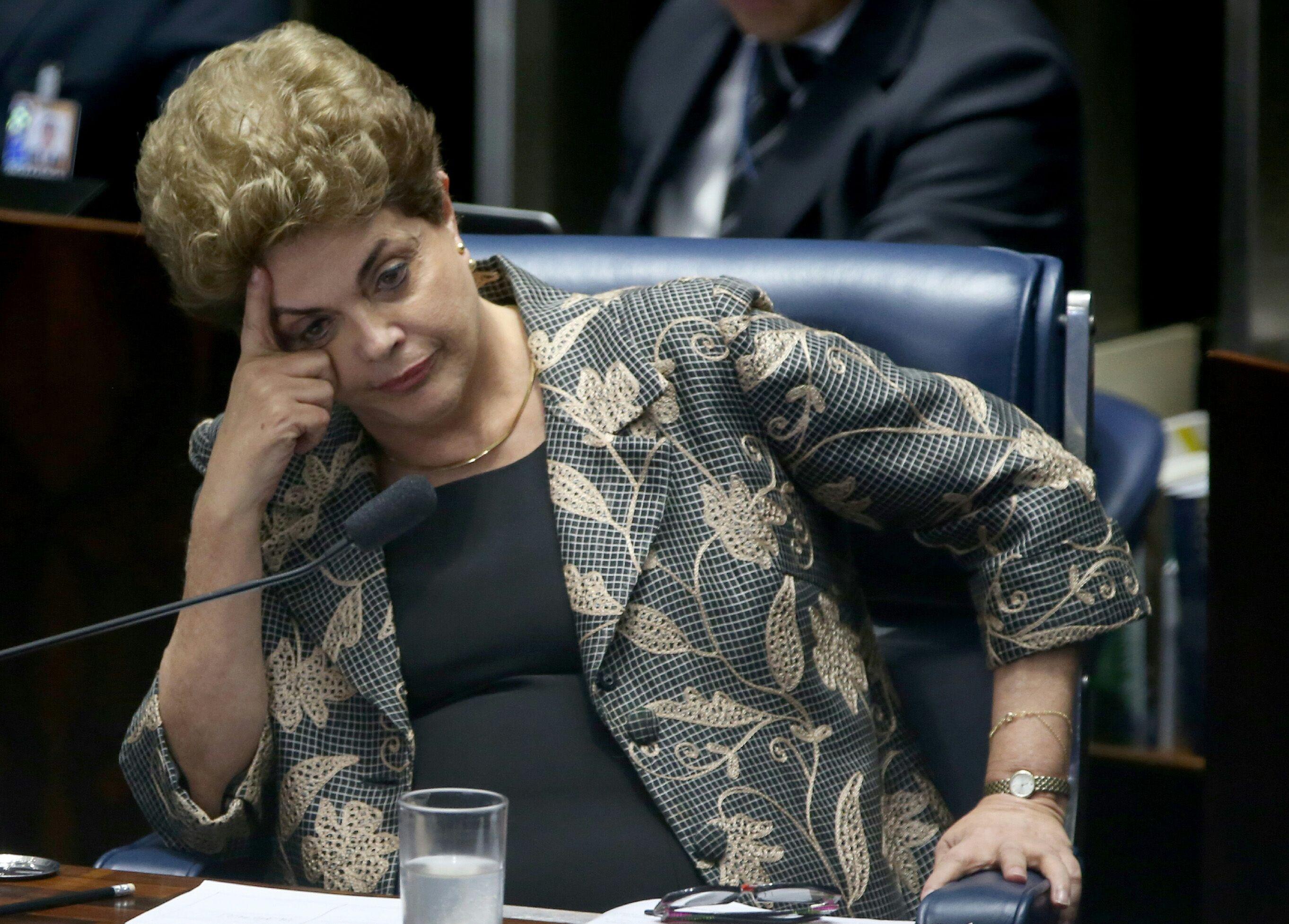 IMAGEM: Bolsonaro critica caderneta de saúde para adolescentes