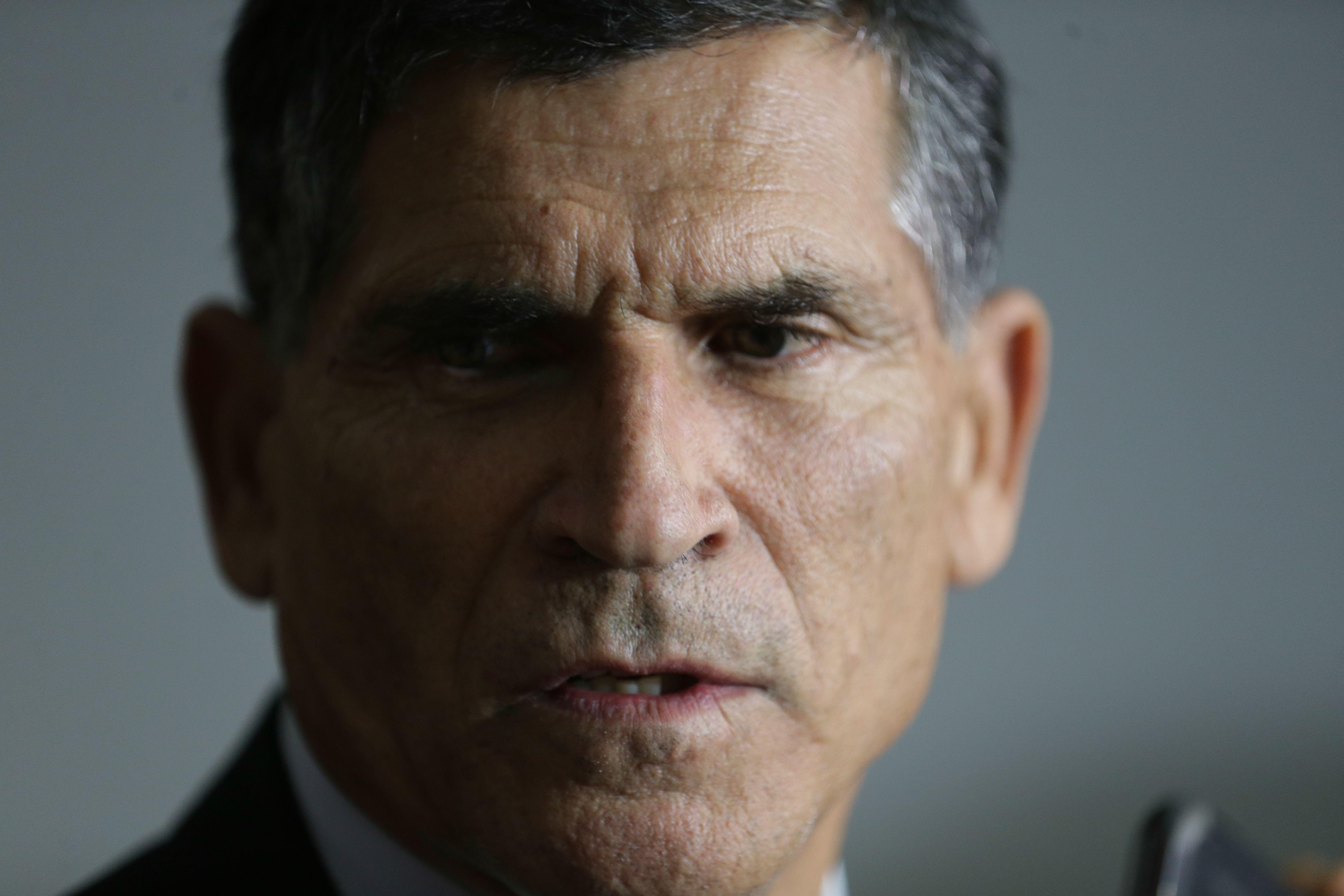 """IMAGEM: """"Não se pode aceitar a subversão da ordem, da hierarquia e da disciplina"""", diz Santos Cruz"""