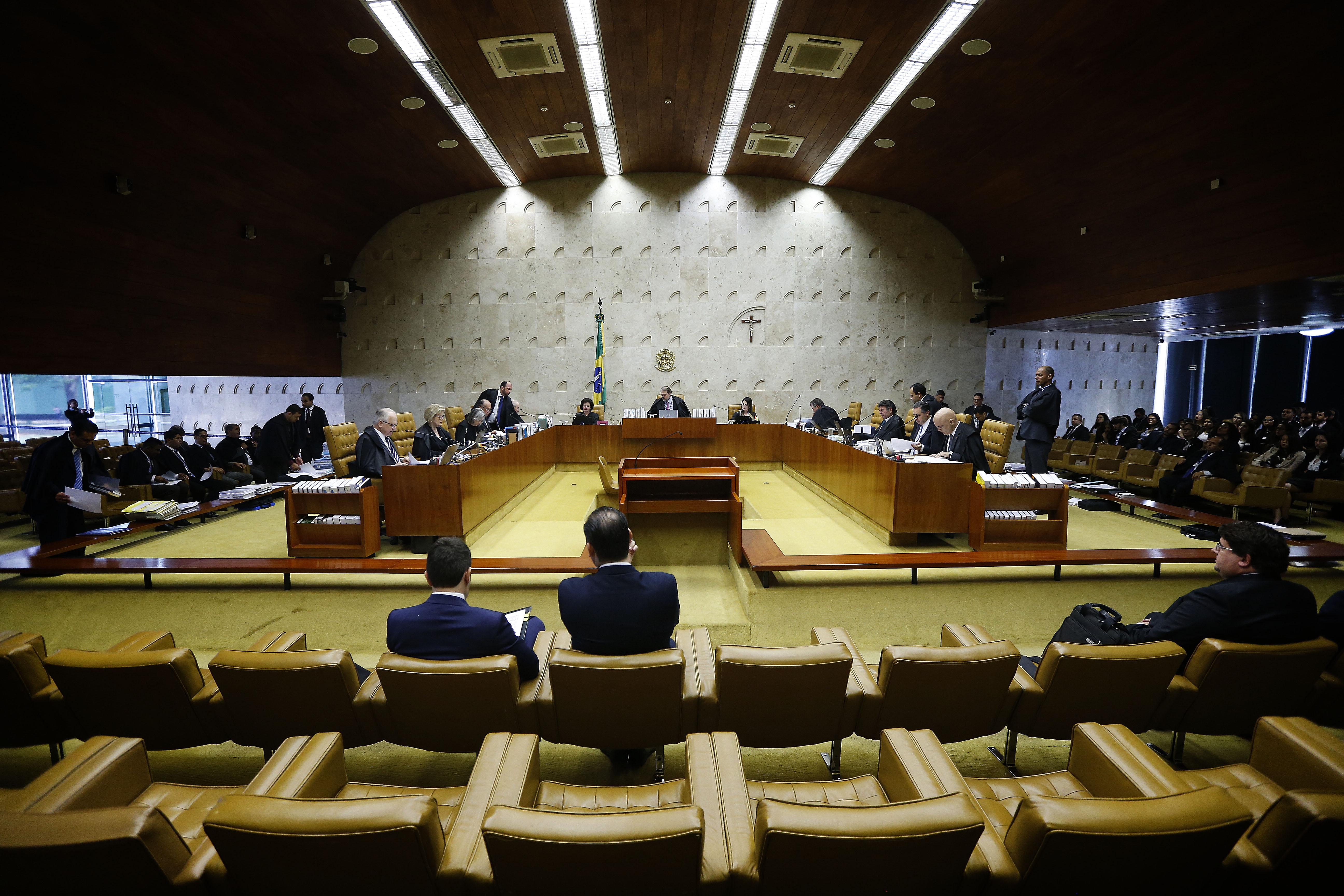 IMAGEM: Marco Aurélio e Moraes votam contra negociação coletiva para demissões em massa