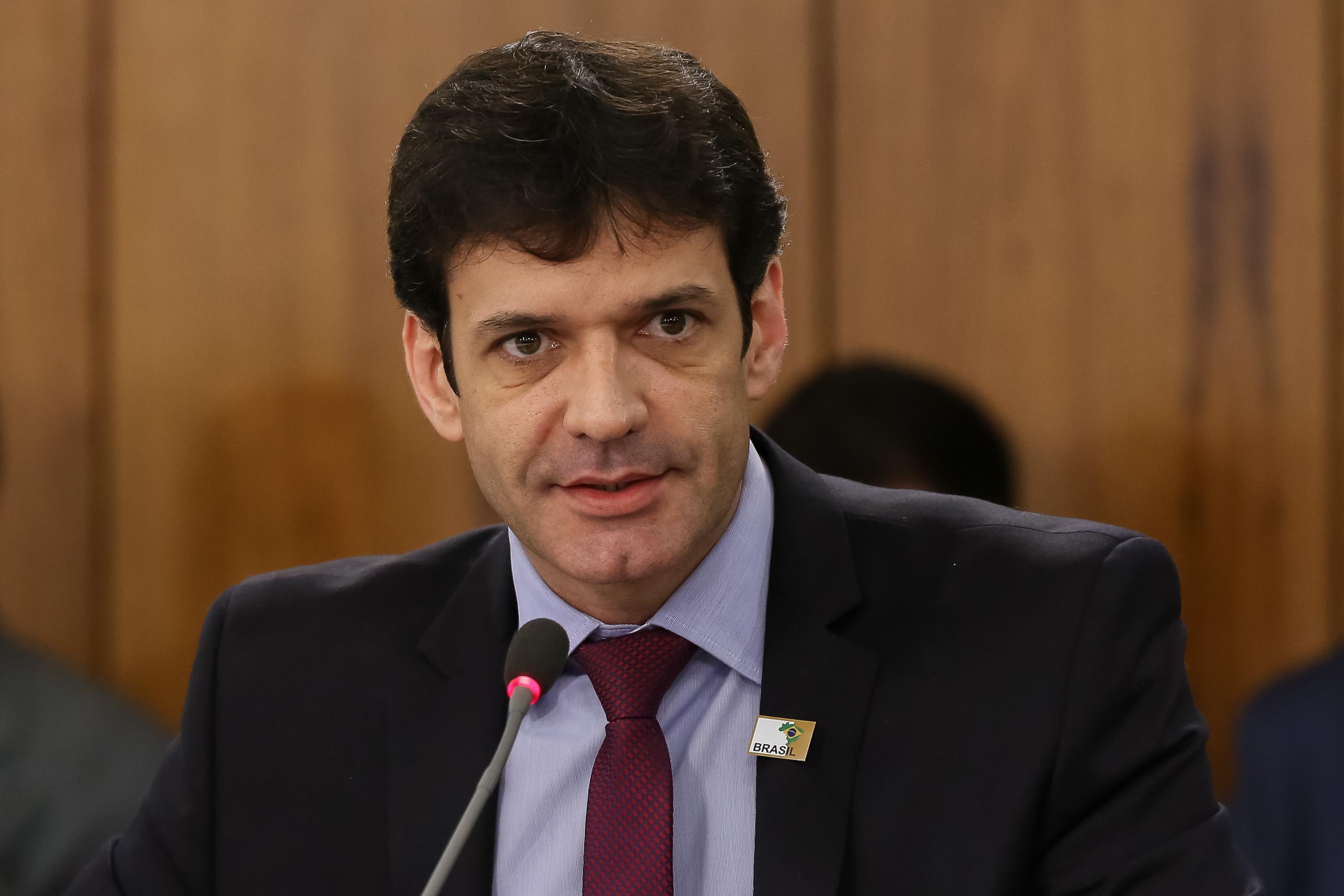 IMAGEM: Bolsonaro não sabe o que fazer com ministro do Turismo