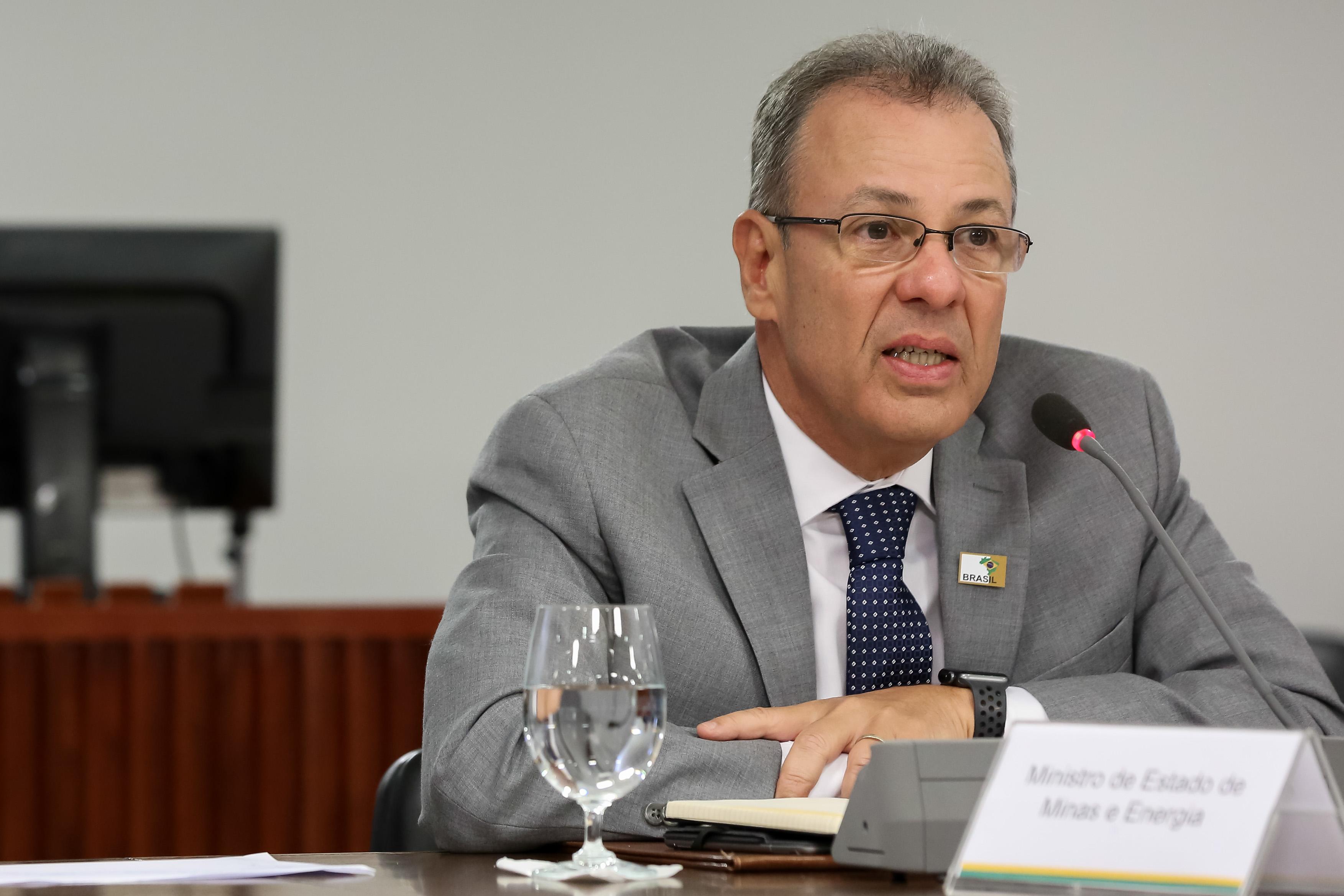IMAGEM: Situação no Amapá deve se normalizar até dia 26, diz ministro