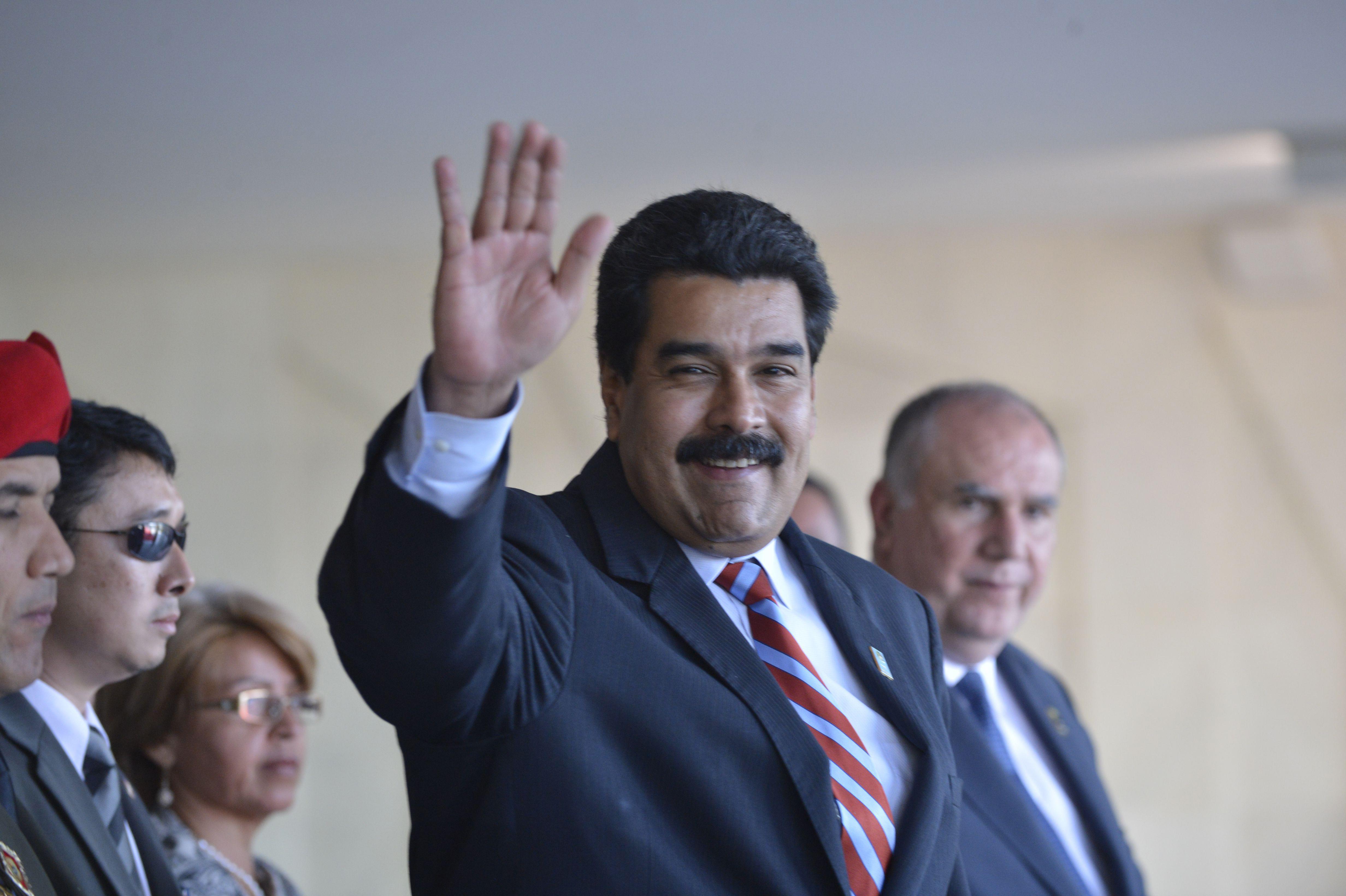 IMAGEM: O crachá dos milicianos de Maduro