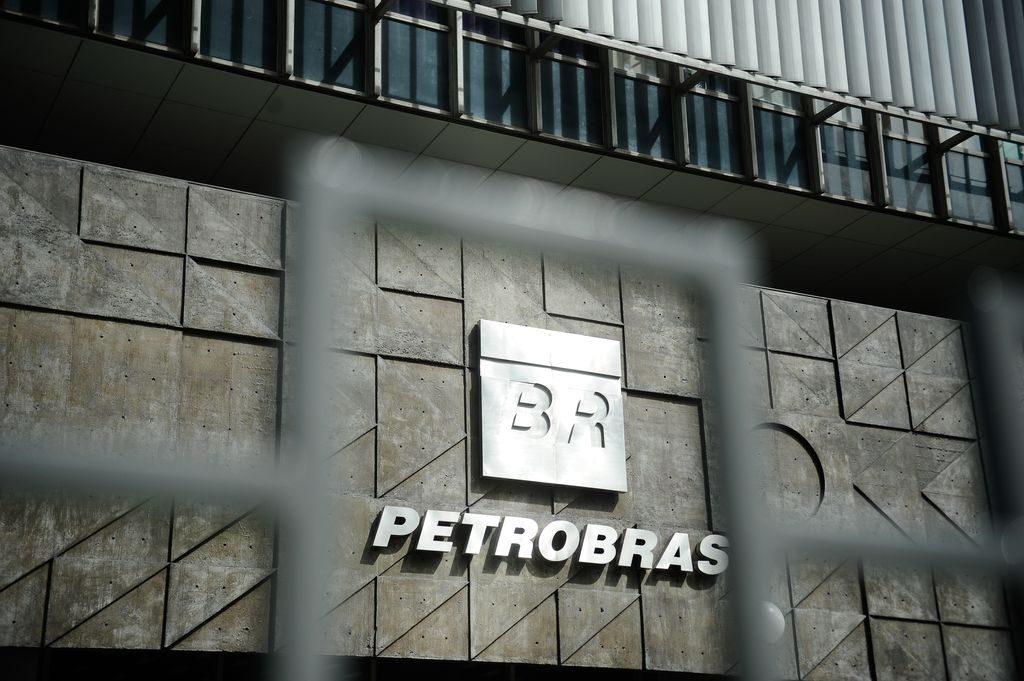 IMAGEM: Ações da Petrobras desabam na Bolsa