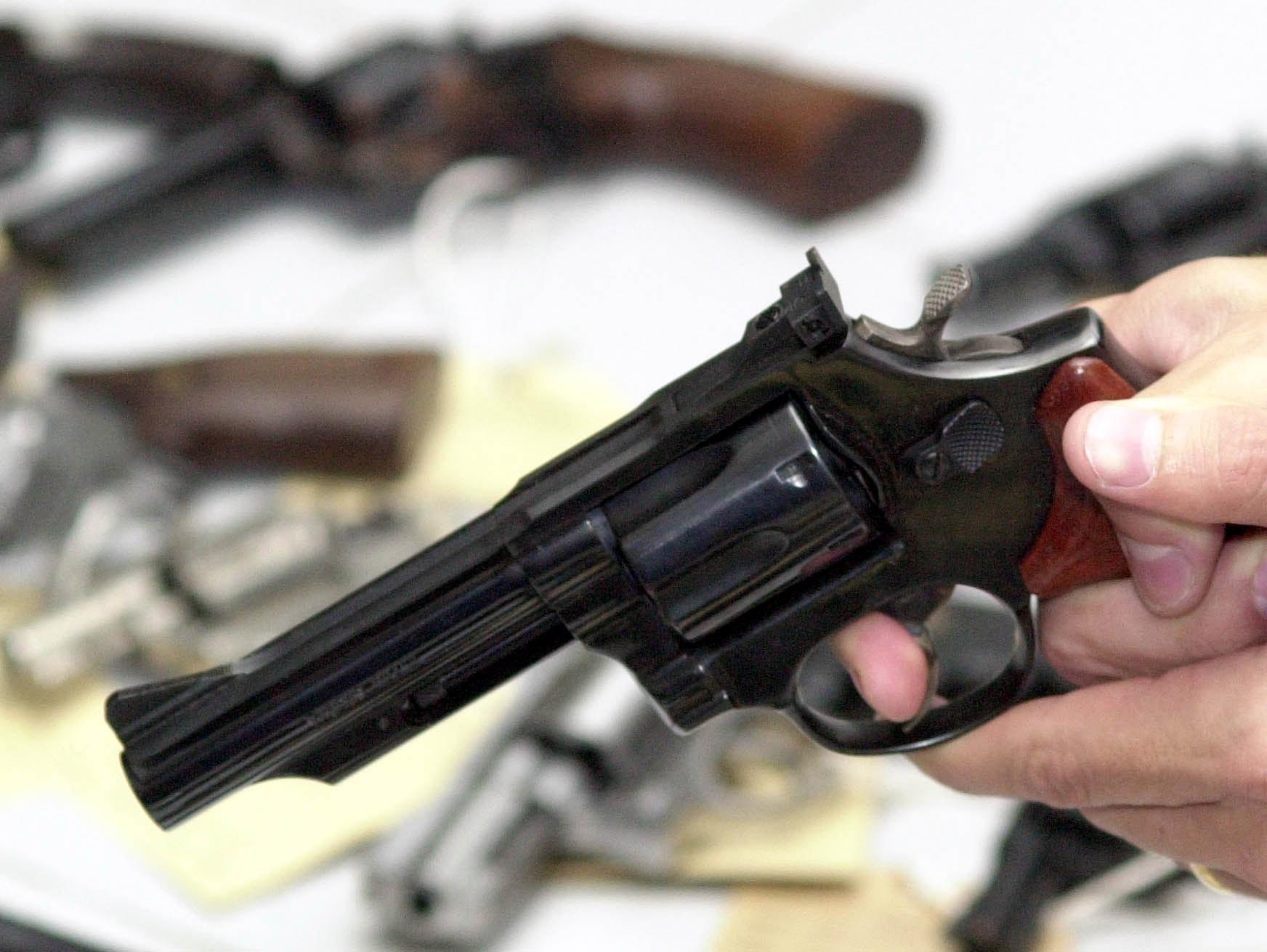 IMAGEM: Maia e Alcolumbre não querem armas