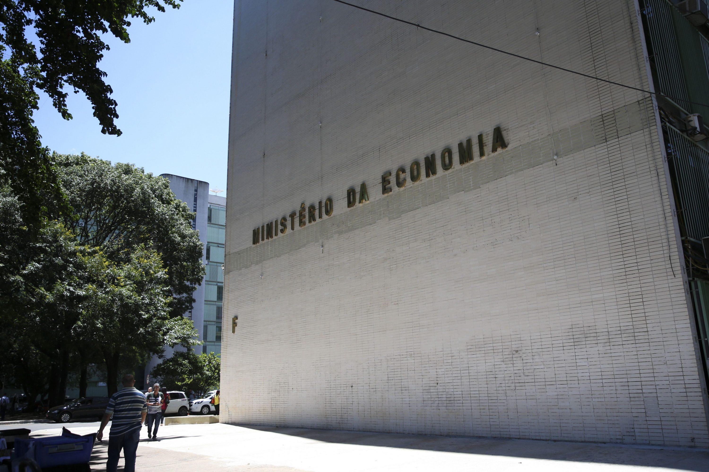 IMAGEM: Cortes do Ministério da Economia, que envolvem o fim do cafezinho, devem economizar R$ 366 milhões