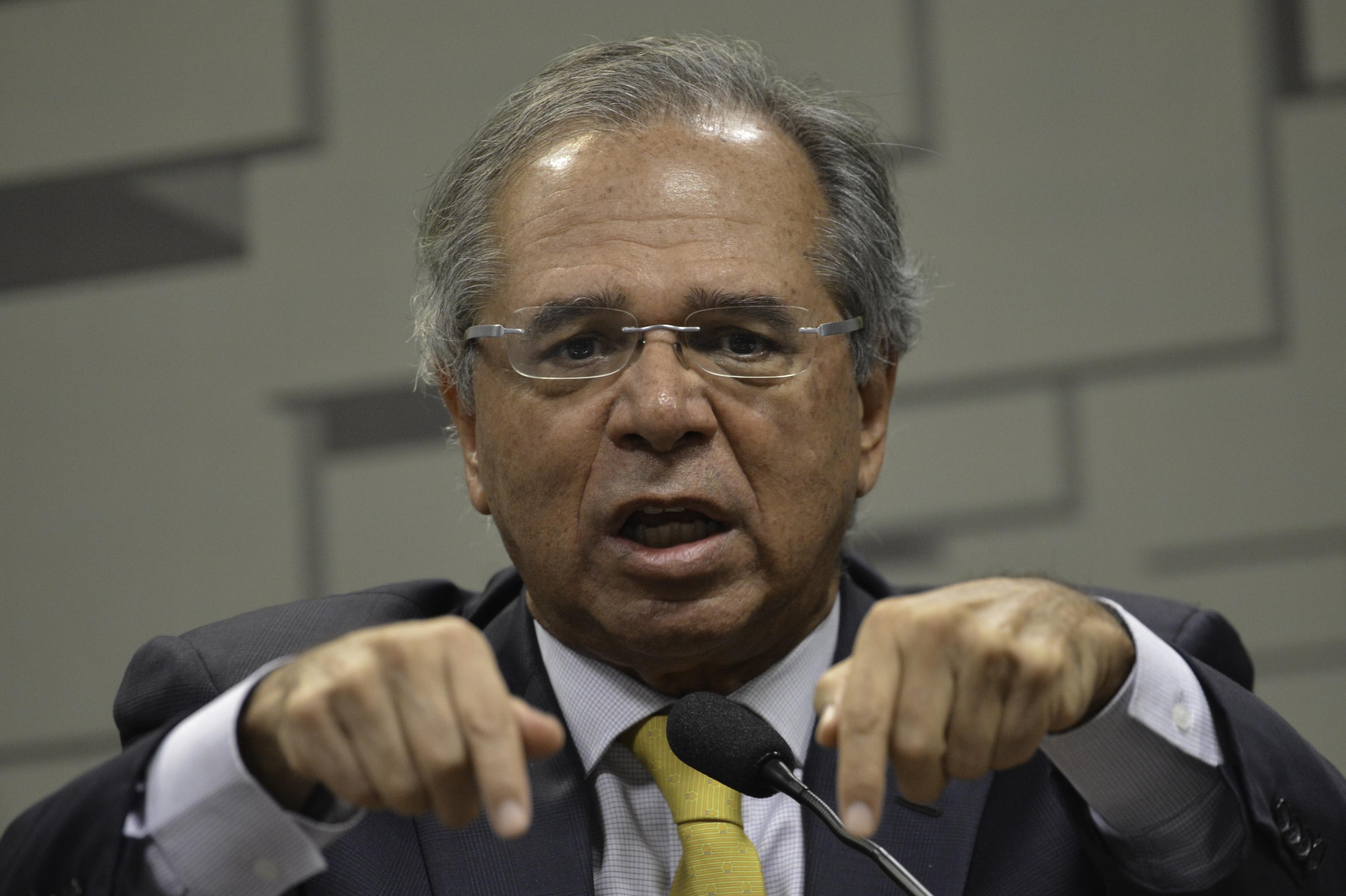 """IMAGEM: Paulo Guedes, o bom """"estrangulador"""" dos concursos públicos"""