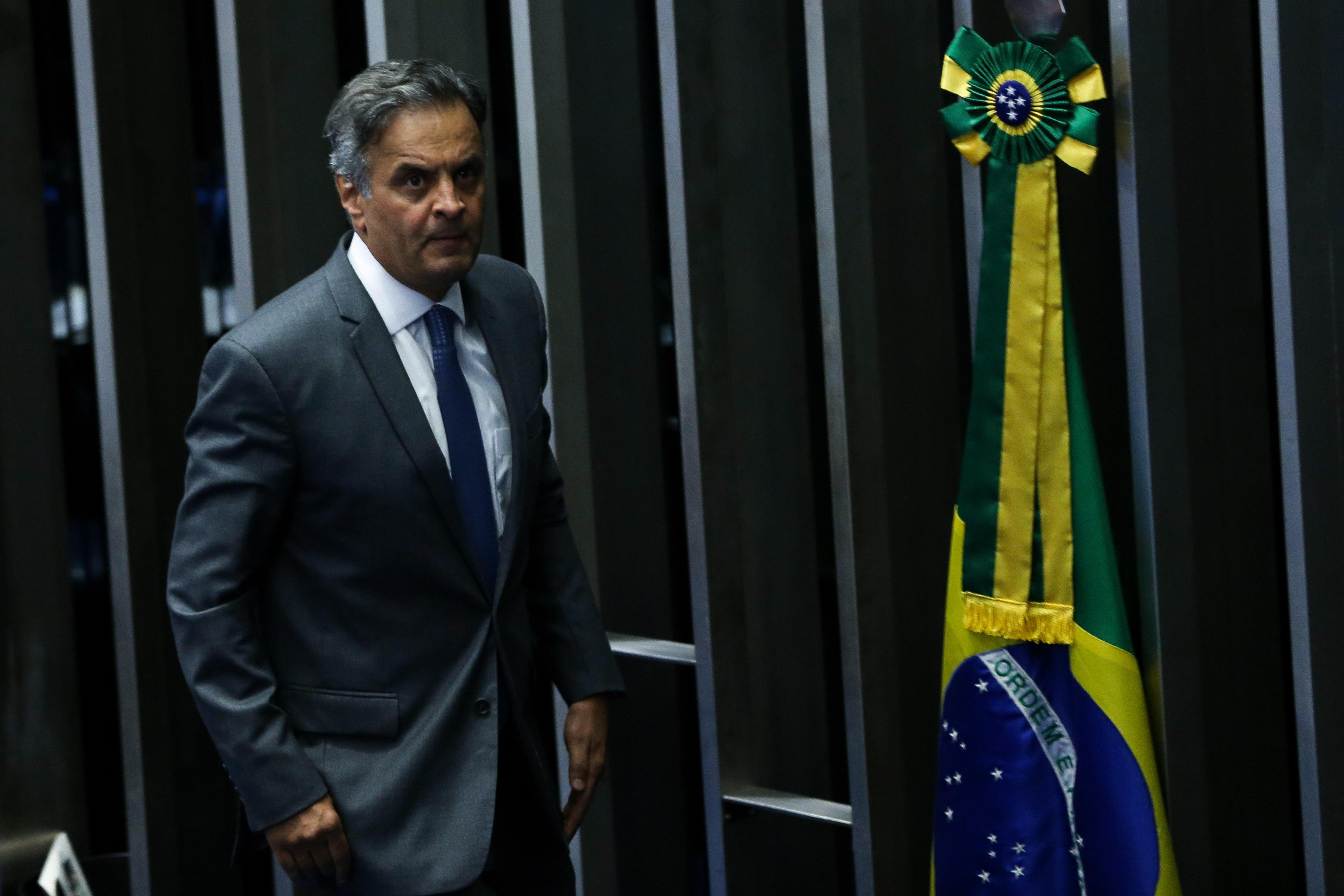 IMAGEM: Juiz bloqueia R$ 128 milhões de Aécio, acusado de receber propina