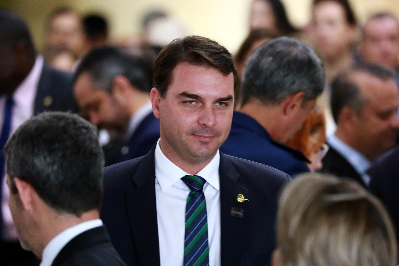 IMAGEM: Ex-assessora de Flávio admitiu origem ilícita de dinheiro, diz MP-RJ
