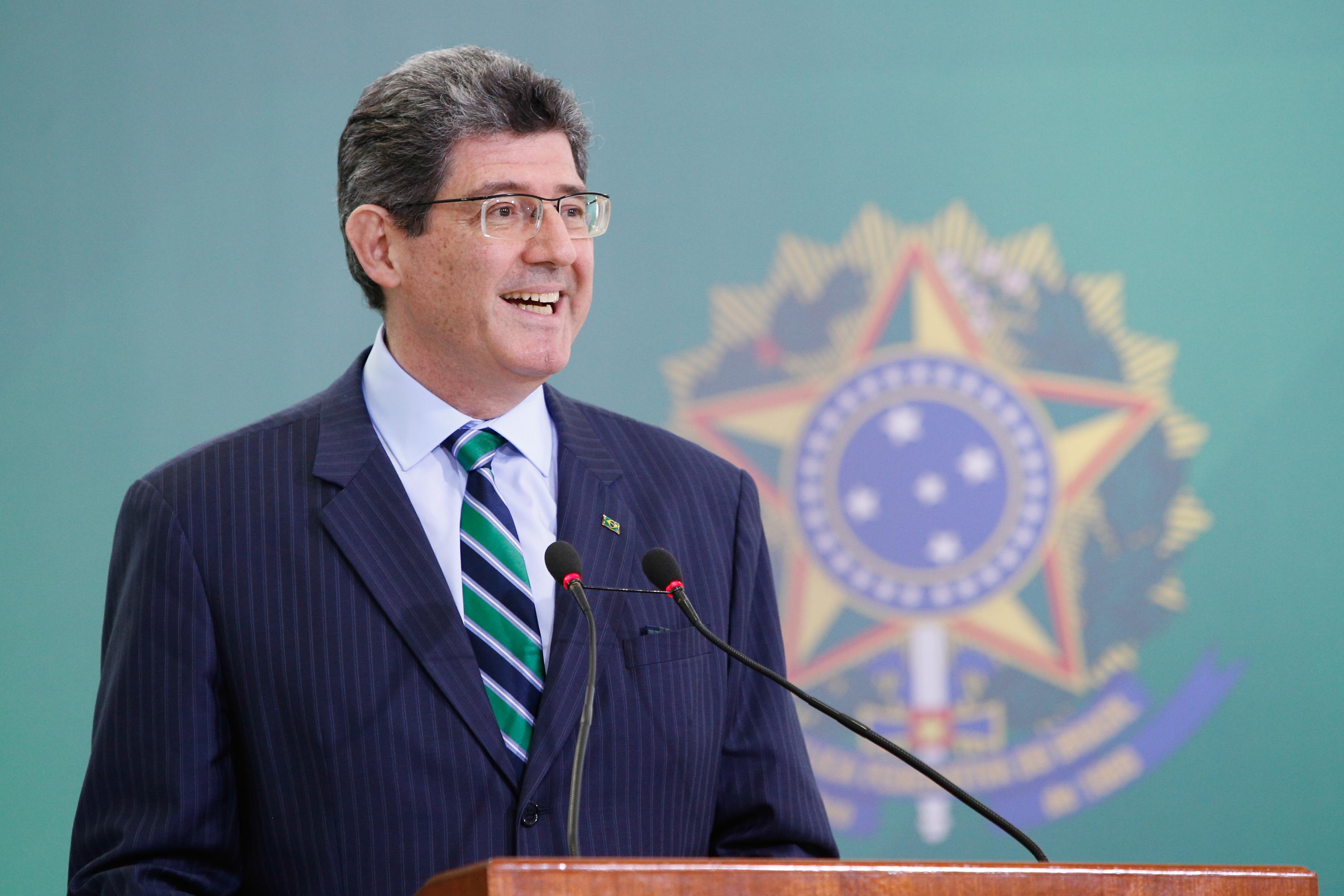"""IMAGEM: Bolsonaro diz que Levy """"está com a cabeça a prêmio há algum tempo"""""""