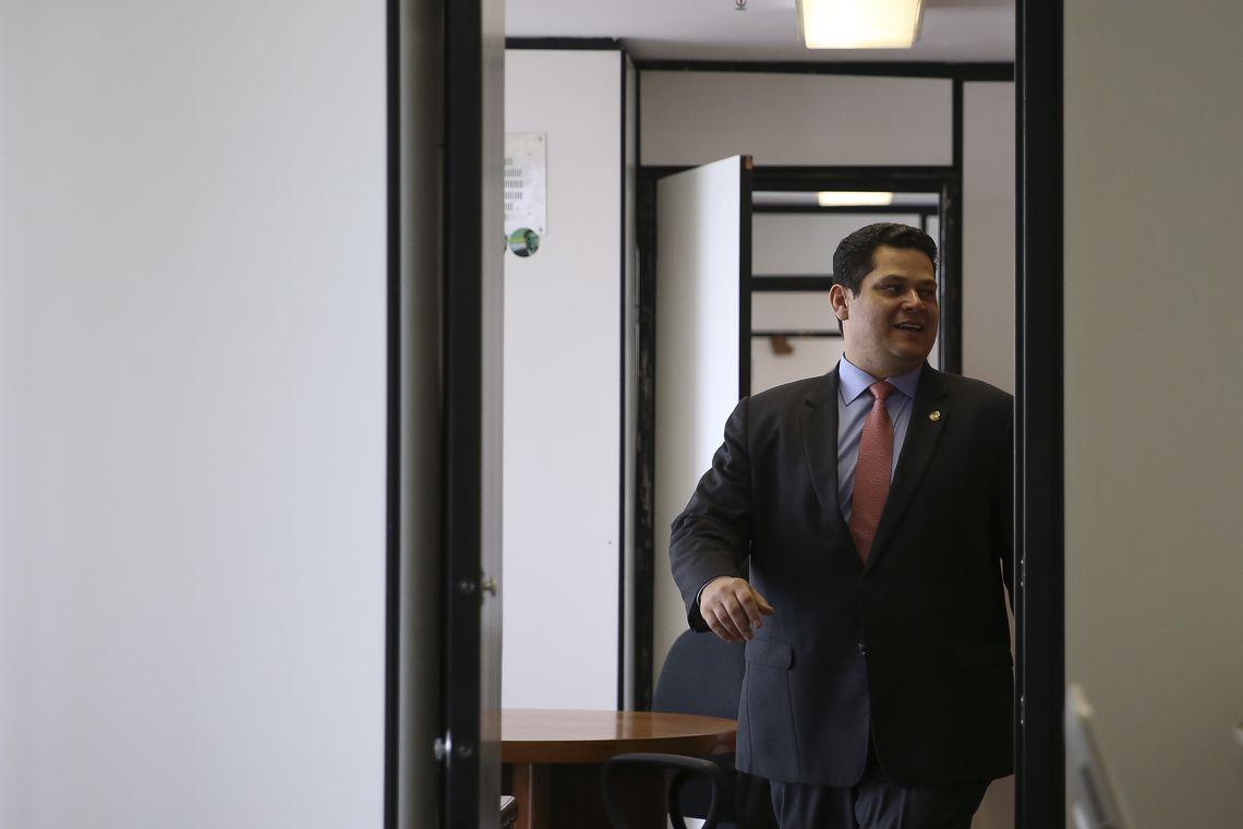 IMAGEM: Alcolumbre vai deixar caducar MP do Código Florestal