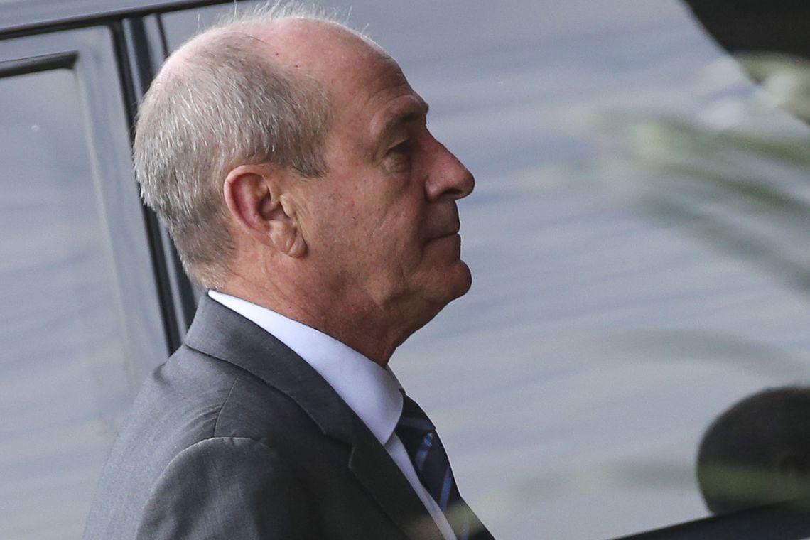 IMAGEM: Ministro dispensou assessores em reunião com comandantes militares; ordem é manter sigilo total
