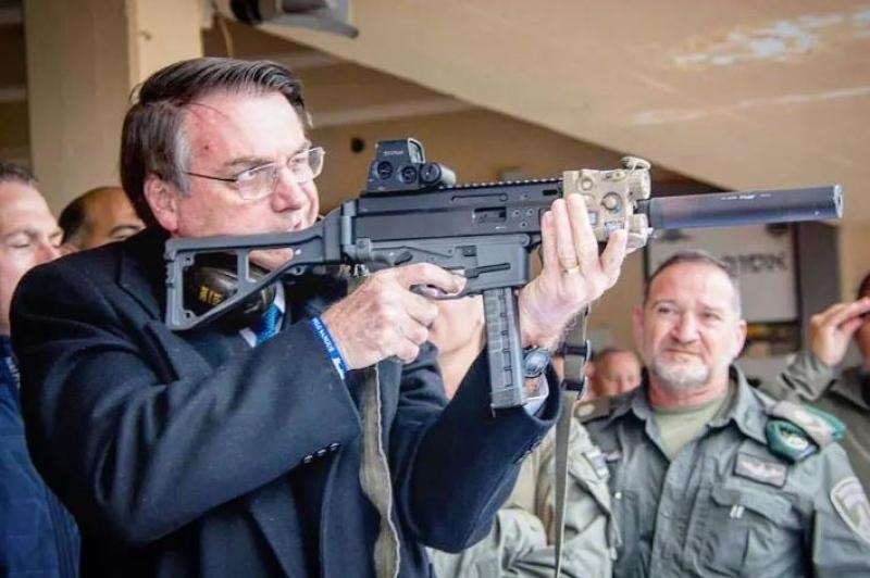 """IMAGEM: """"É preocupante que o governo incentive circulação de armas"""", diz líder do PSDB"""