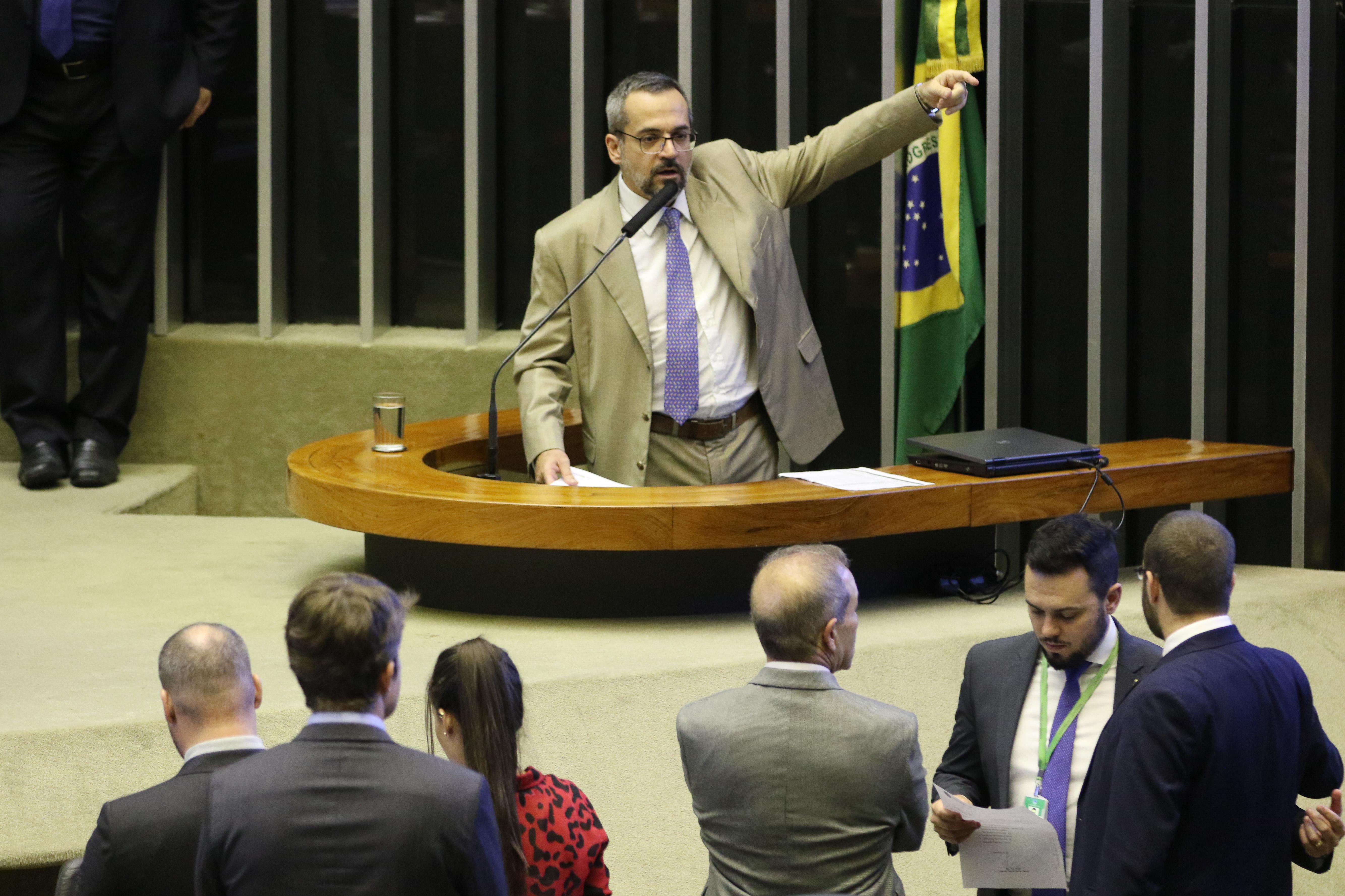 IMAGEM: Disputa em torno do Enem derruba presidente do Inep