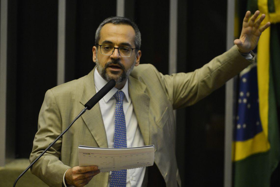 """IMAGEM: Weintraub diz que Brasil """"vai sair do fundo do poço"""" no Pisa"""