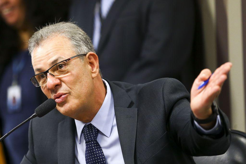 """IMAGEM: """"Temos que avaliar"""", diz ministro sobre falta de propostas em megaleilão"""