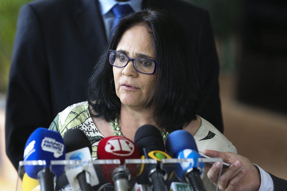 IMAGEM: 'Não sei se permaneço como ministra', diz Damares
