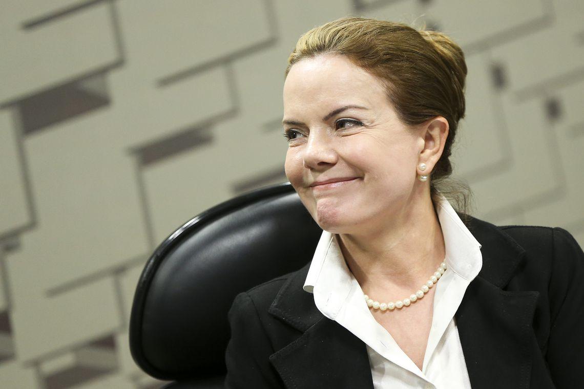 IMAGEM: A frente de Marta contra Bolsonaro