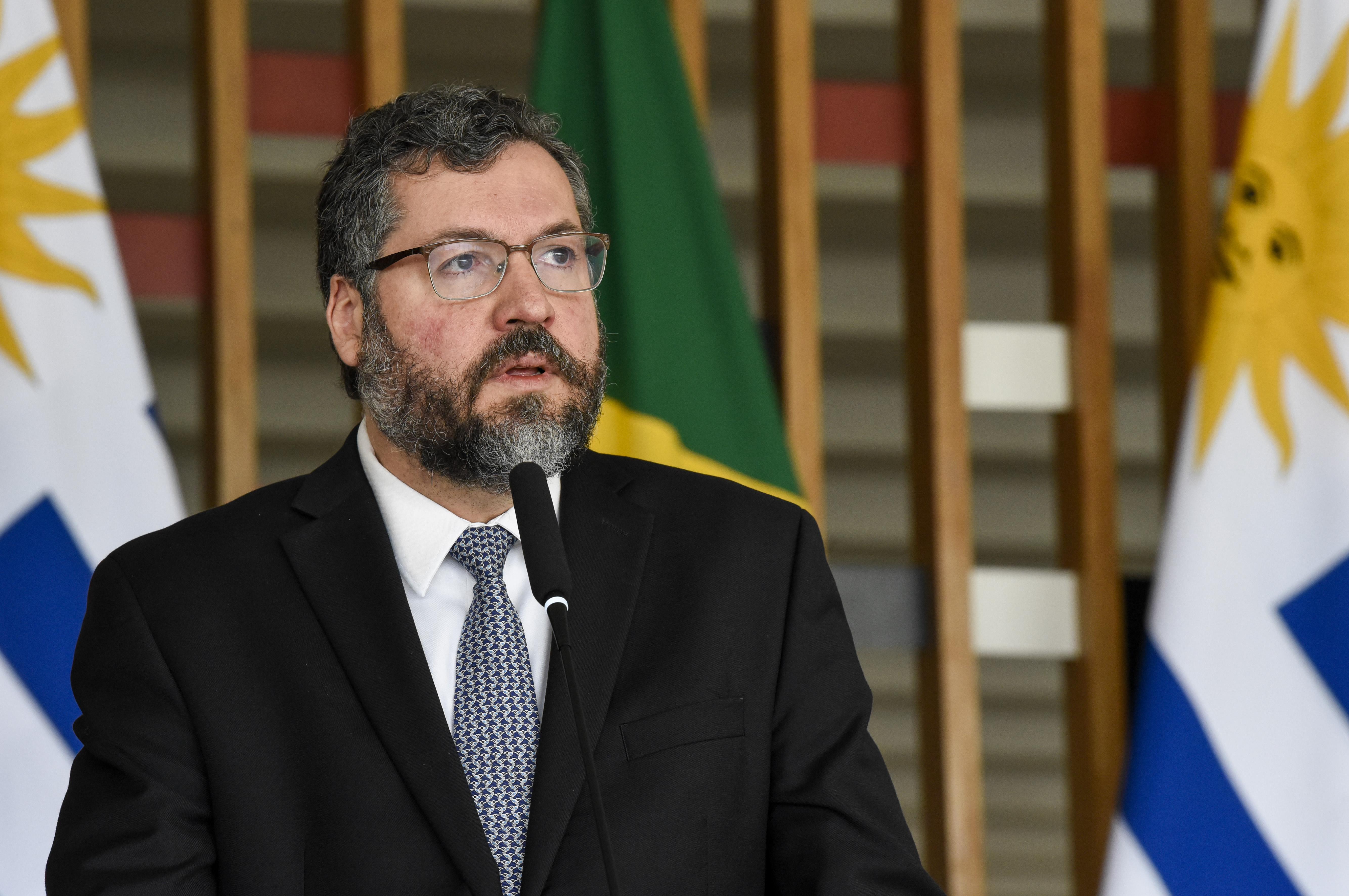 IMAGEM: Ernesto Araújo se atrapalha até na carta de demissão