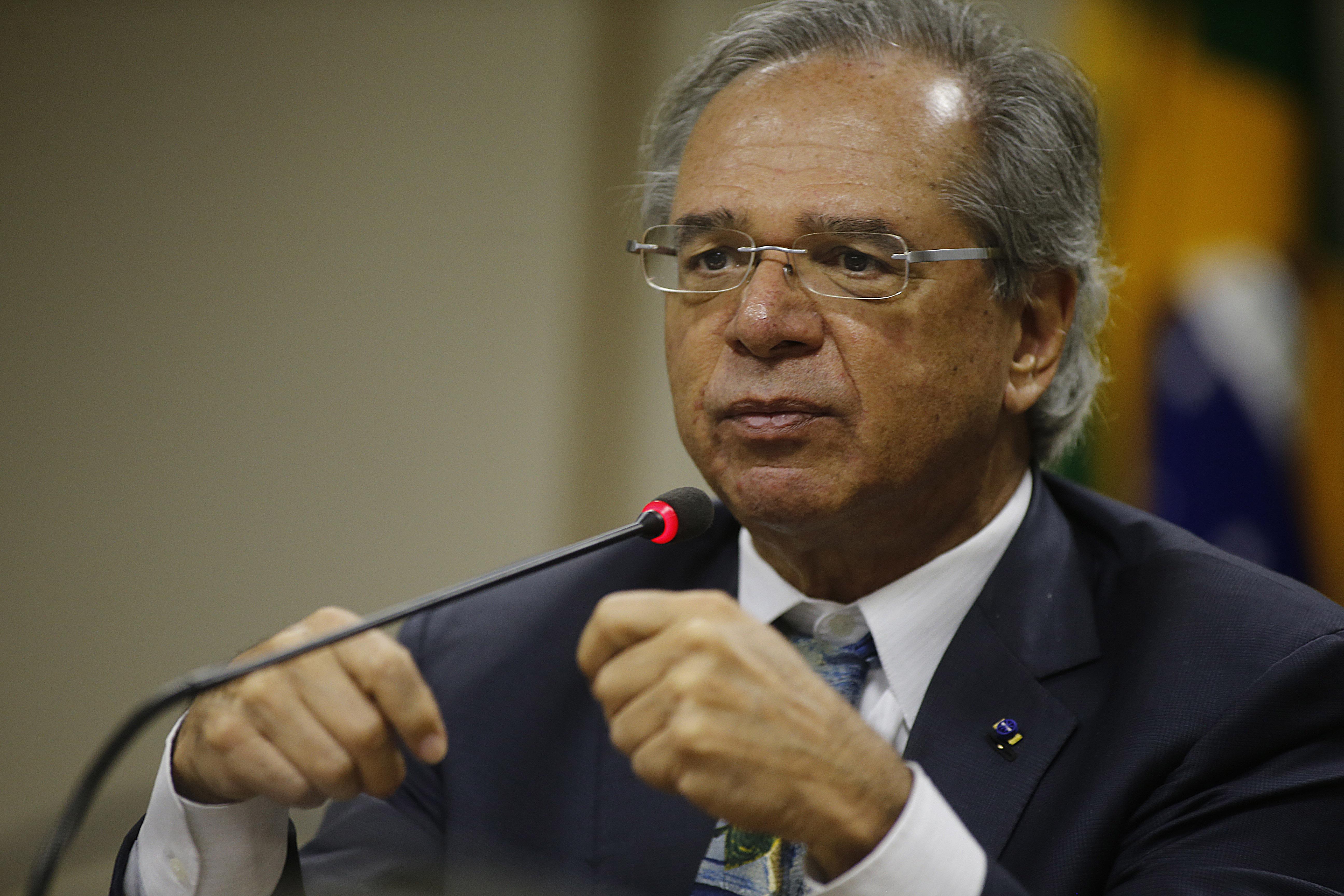 IMAGEM: Guedes prevê liberar R$ 100 bi com redução de compulsório