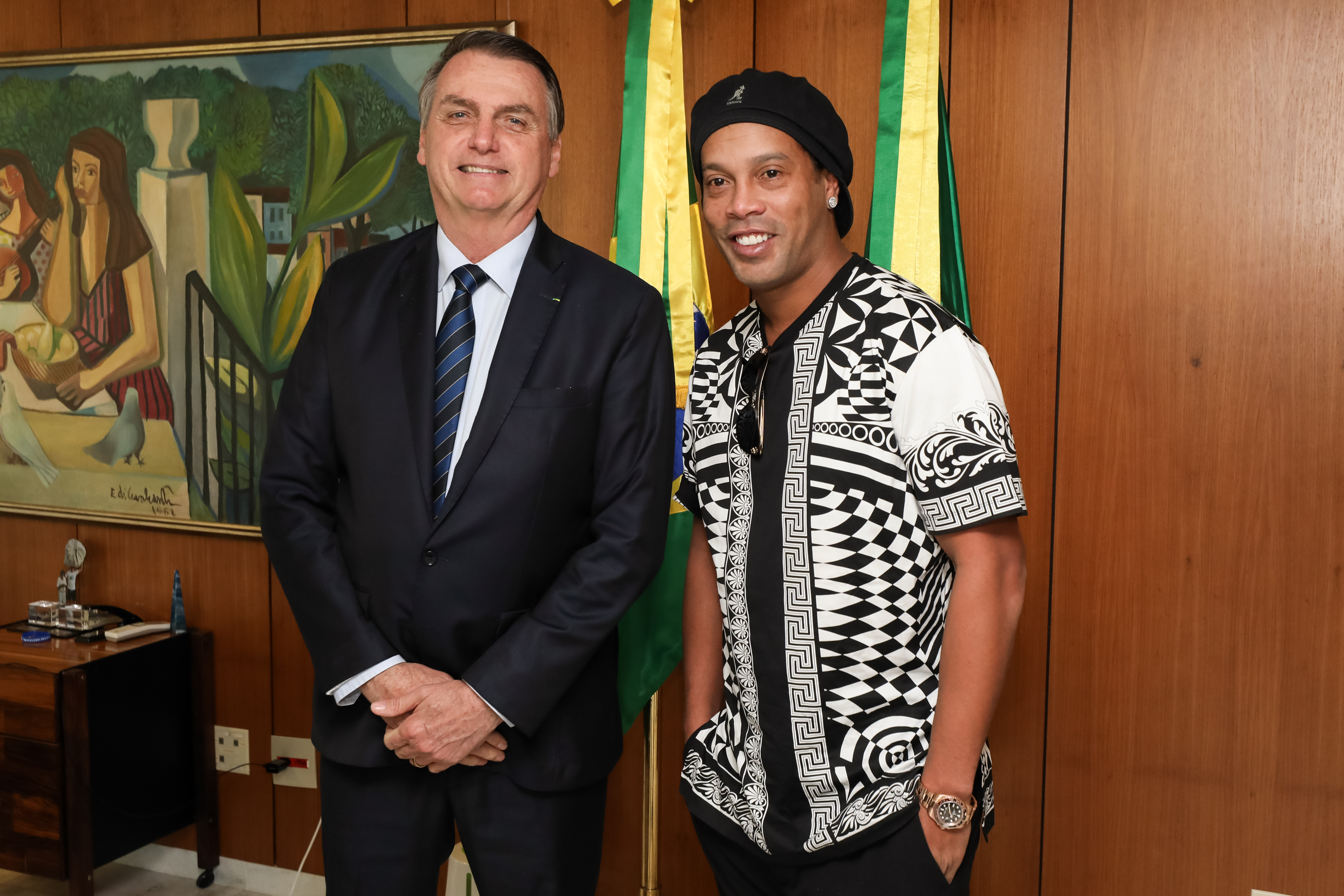 IMAGEM: Embratur: Ronaldinho ganhou 400 mil seguidores, mesmo preso